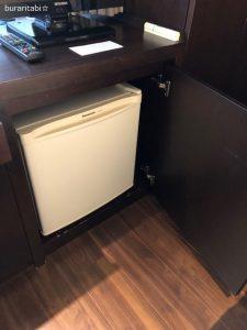 棚に収納された冷蔵庫