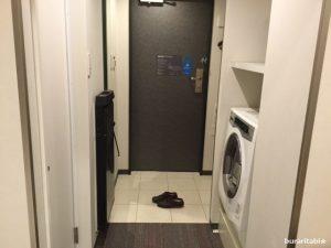 入口の洗濯乾燥機