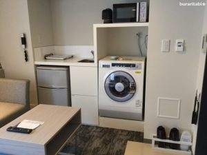 洗濯乾燥機、電子レンジなど設備が並ぶ