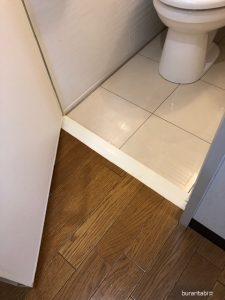 バスルームへの段差