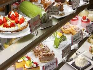 ケーキが並ぶ