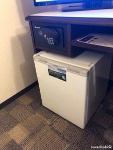 冷蔵庫とセーフティボックスが設置
