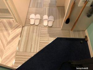 部屋の入口の床