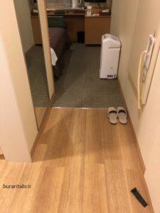 フローリングと部屋の境目