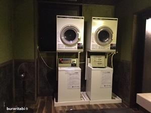 二台並んだ洗濯機と乾燥機
