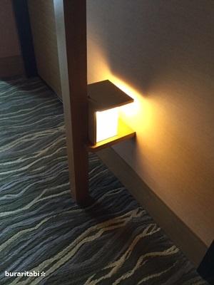 客室通路の間接照明
