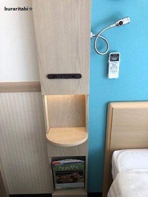 枕元のコンセント、USB端子、リモコン