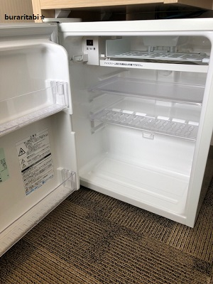 棚が調節可能な冷蔵庫