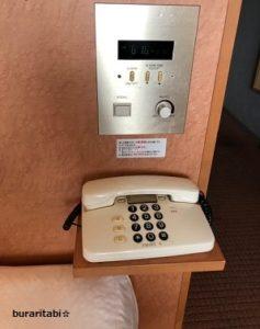 枕元の電話とスイッチ類