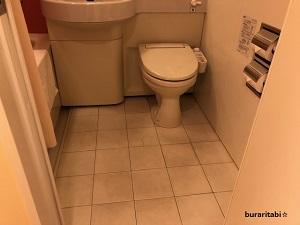 トイレとドアの距離