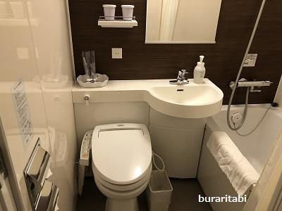 トイレとバスタブ