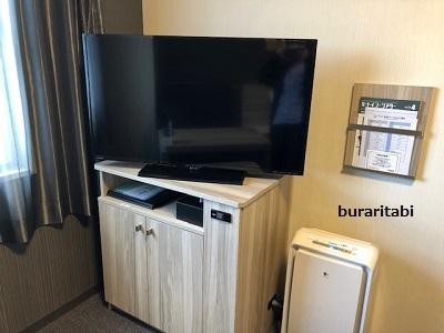 棚にのったテレビ